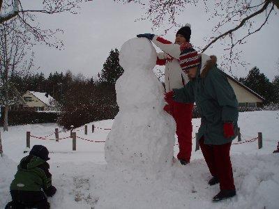 Vi bygger en snögubbe