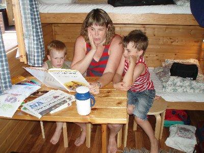 mamma Karin läser ...