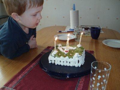 Jonatan fyller 4 år ...