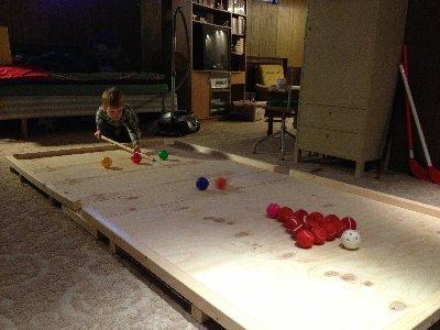 Jonatan spelar snooker ...